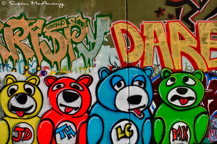 graffiti art of teddy bears